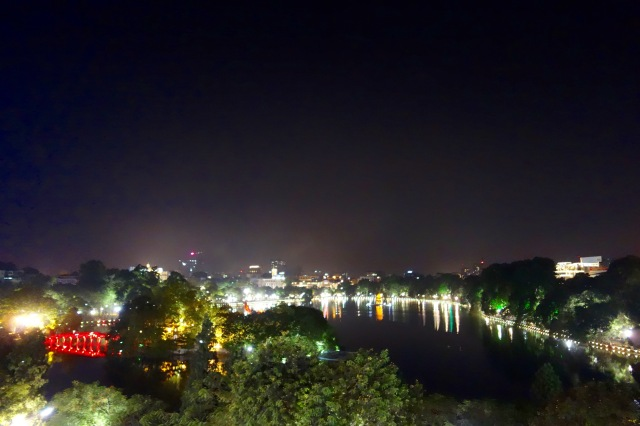 Hoan Kiem Lake at night.